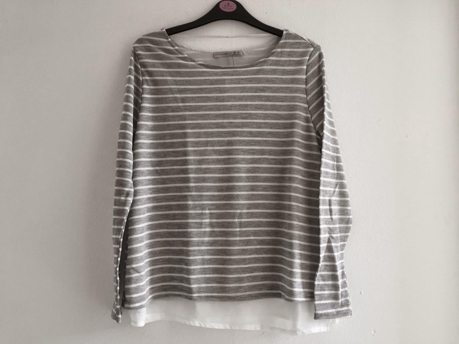 4bd6a2189abea4 Ik heb heel lang getwijfeld tussen de zwart met witte trui en grijs met  witte