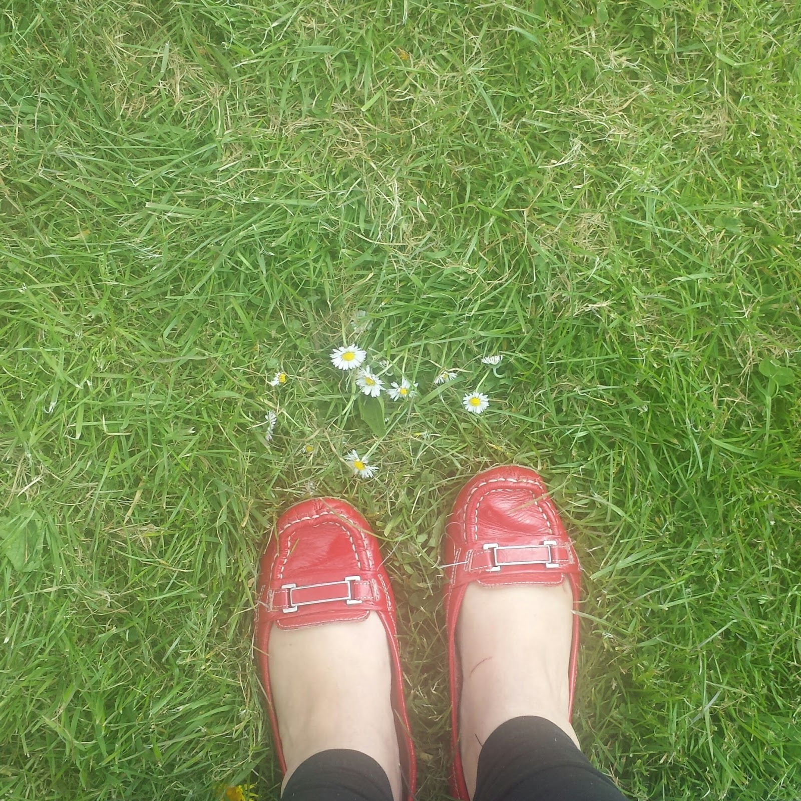 This Week Life Lately April Red Shoes Daisies