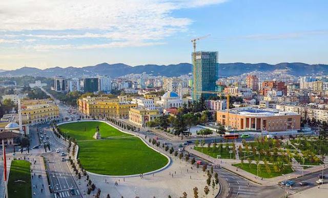 """Ανιστόρητη πρόκληση: Πλατεία """"Τσαμουριάς"""" ονομάστηκε πλατεία των Τιράνων"""