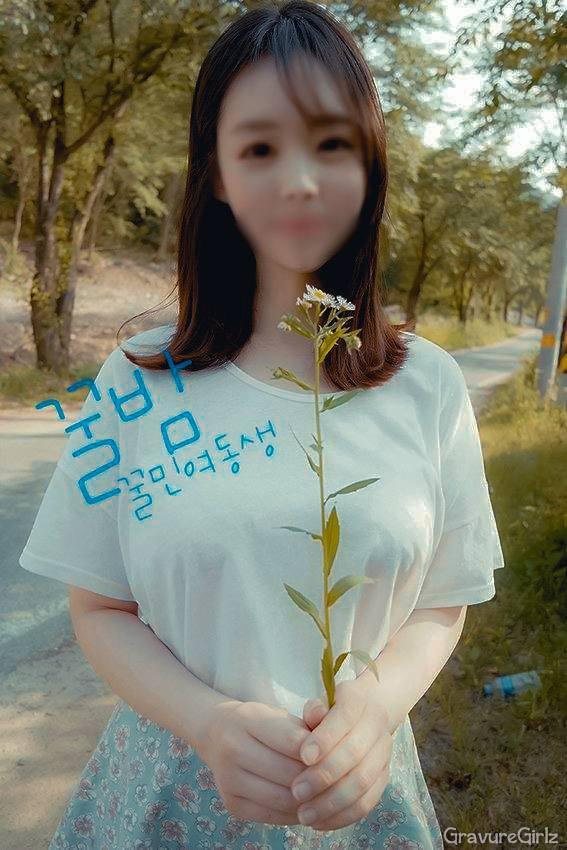 amateur-korean-model-topless