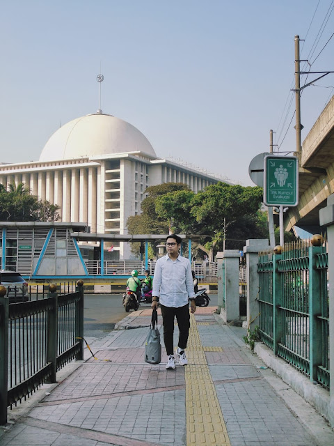 ayo jalan kaki dan naik transportasi umum