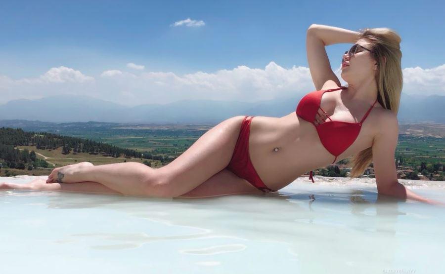 CheekyBunnyy Model GlamourCams