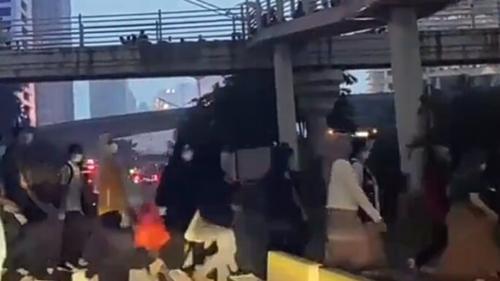 Diduga Sindir Anies Baswedan, Pemobil Emosi: Gubernur Goblok Jembatan Dirusak