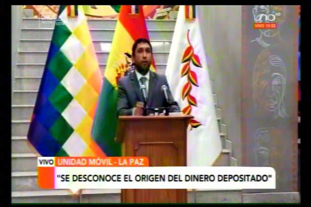 """Gobierno denuncia que ex ministro Luis Arce """"sonsacaba"""" dinero a funcionarios"""