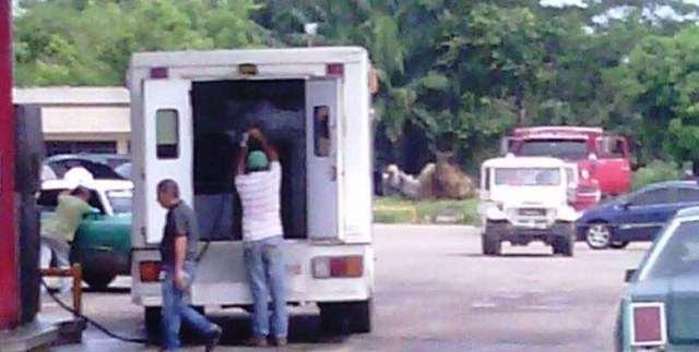 en-machiques-denuncian-que-ambulancia-bachaquea-gasolina