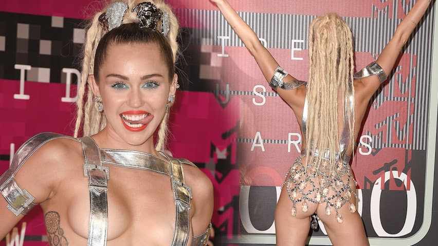 Busana Paling Seksi di Red Carpet - Miley Cyrus at the VMAs