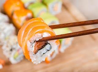Суши популярная и здоровая японская еда. Но как наладить её производство и продажу?