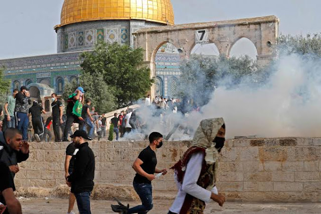Israel Nampaknya Langgar Gencatan Senjata, Jamaah Salat Jumat Masjid Al Aqsa Ditembak Gas Air Mata
