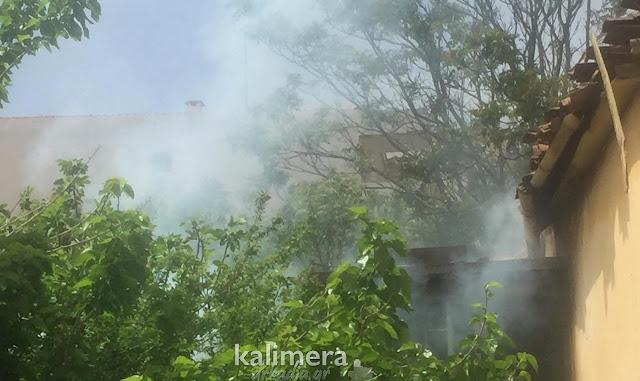 Επιχείρηση της πυροσβεστικής για πυρκαγιά σε σπίτι στην Τρίπολη