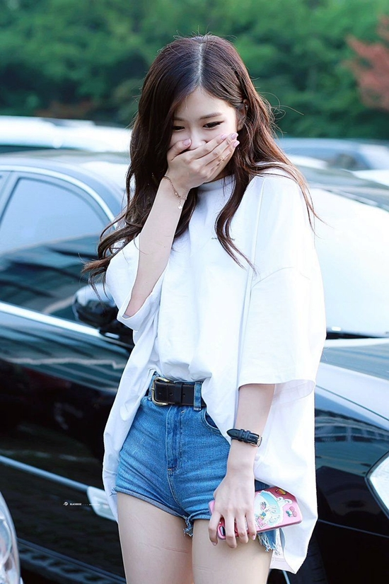 1519404500 - Blackpink Rose Airport Style