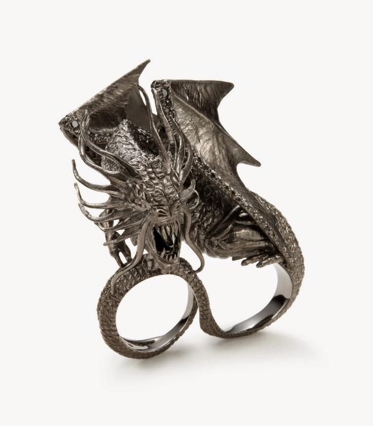 Anillo con forma de dragón