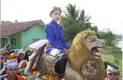 Foto ini yang dibajak untuk dijadikan cover DVD Singa Dangdut