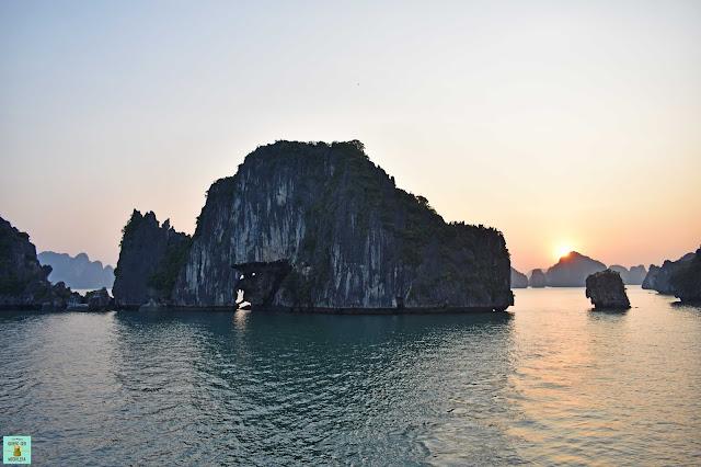 Amanecer en Bahia de Halong, Vietnam