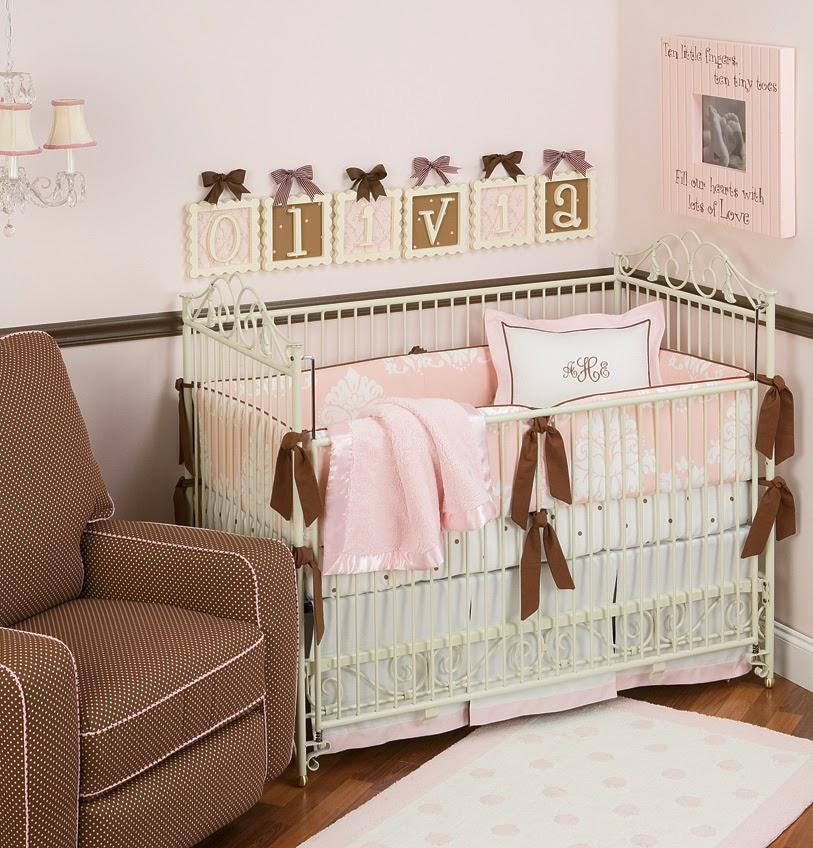 Decoraci n de cuartos de beb s en rosa y marr n for Iluminacion habitacion bebe