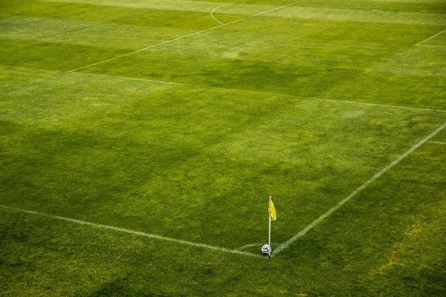 campo futebol escanteios