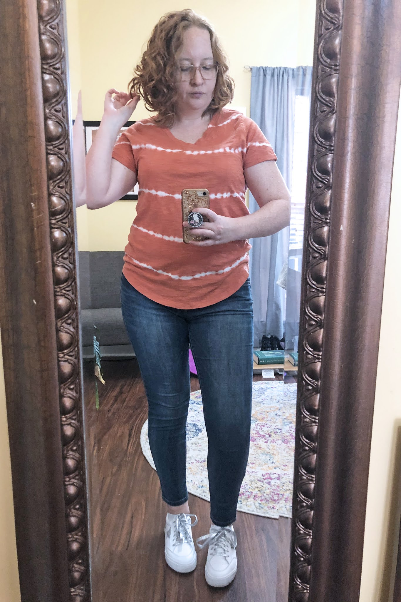 orange-tie-dye-tshirt-glitter-sneakers