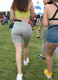 Linda chica shorts tanga marcada