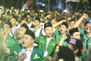 Ribuan Warga Bershalawat Bersama Habib Lutfi Pekalongan