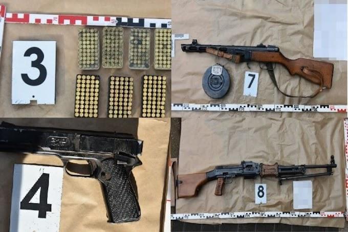 Egy egész fegyverarzenált birtokolt a magyar nyugdíjas: golyószóró, géppisztoly…