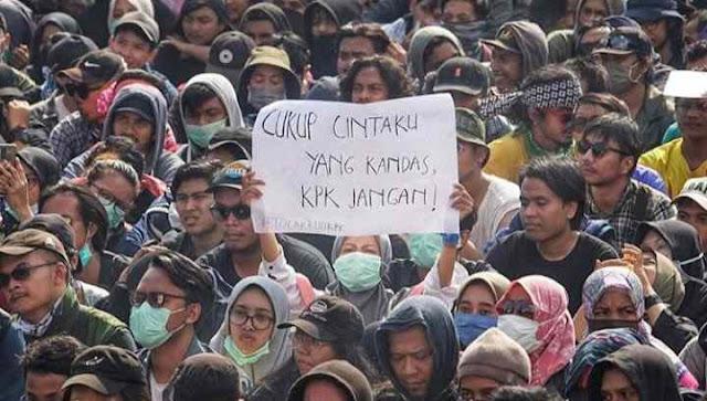 Kumpulan Poster lucu mahasiswa saat demo
