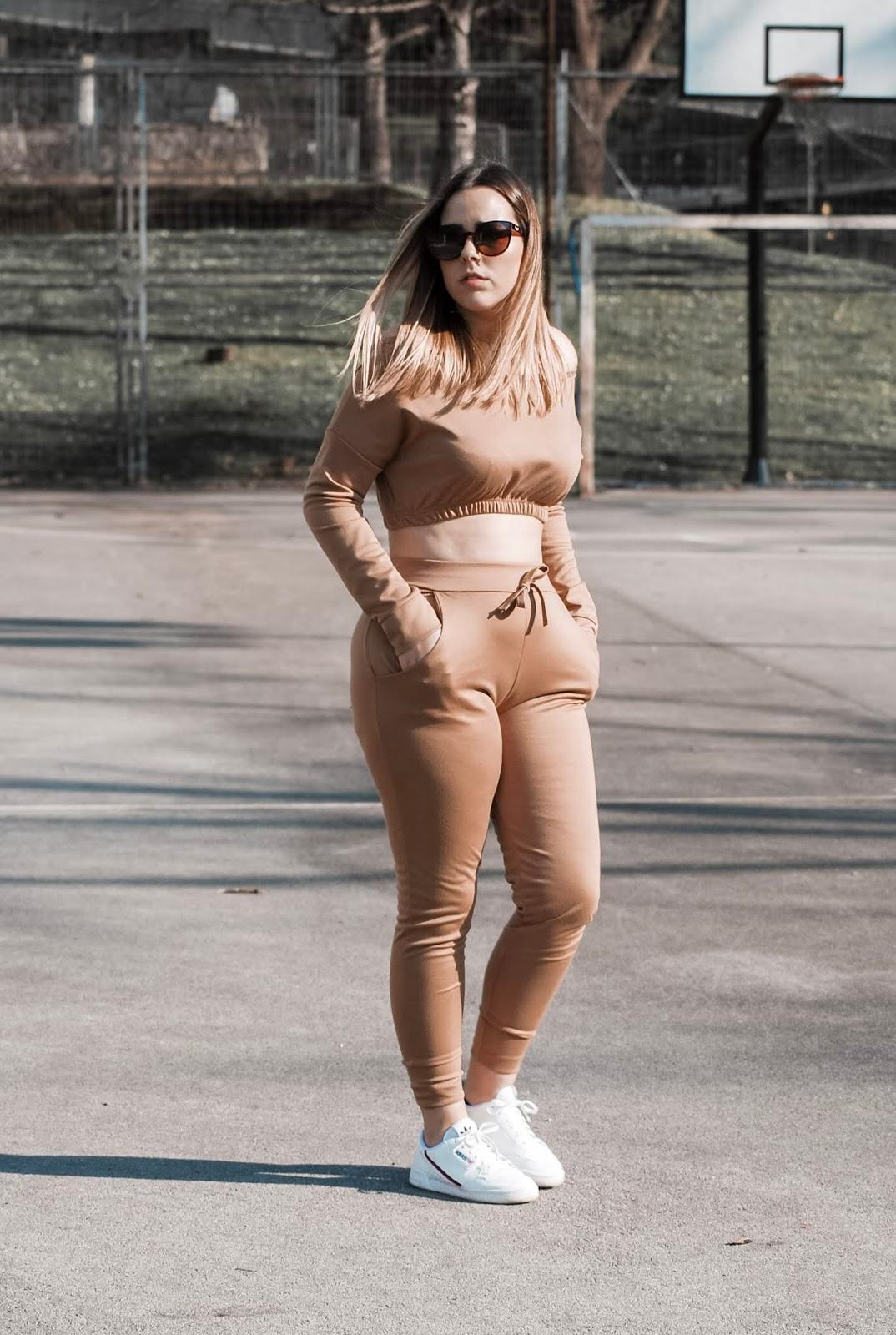 Outfit con chandal de Femme Luxe