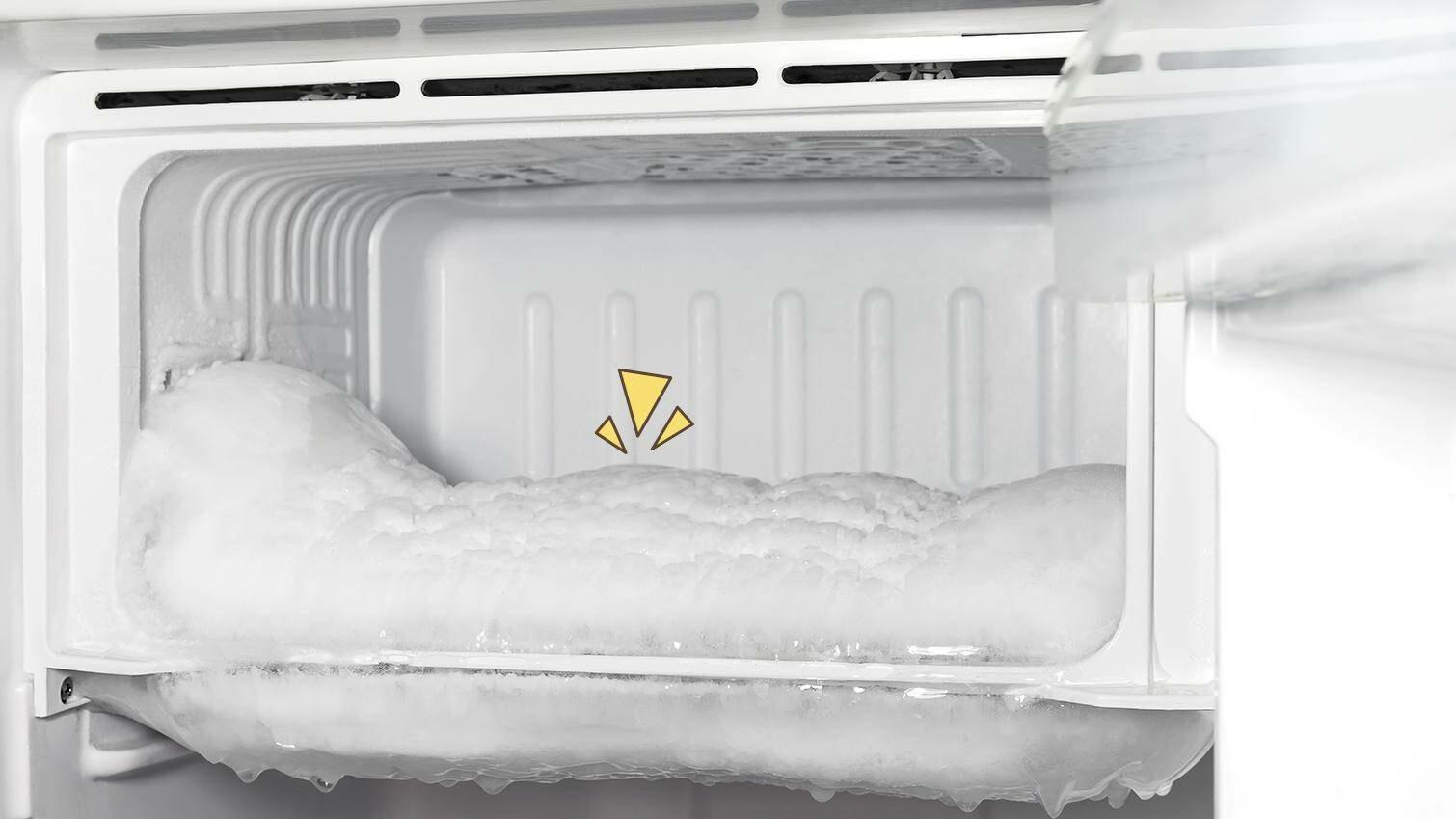 cara bersihkan bunga es di kulkas