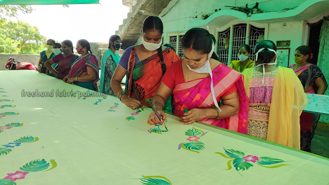 one day fabric paint training program on sarees pictures - 1