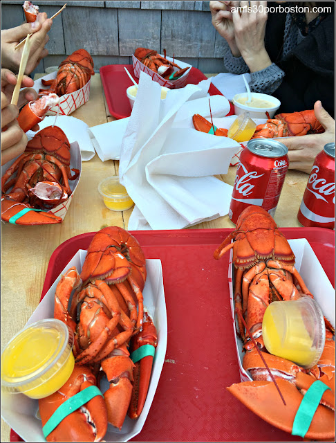 Lobster Shacks en Massachusetts:Bandeja con Langostas en el Roy Moore Lobster Company