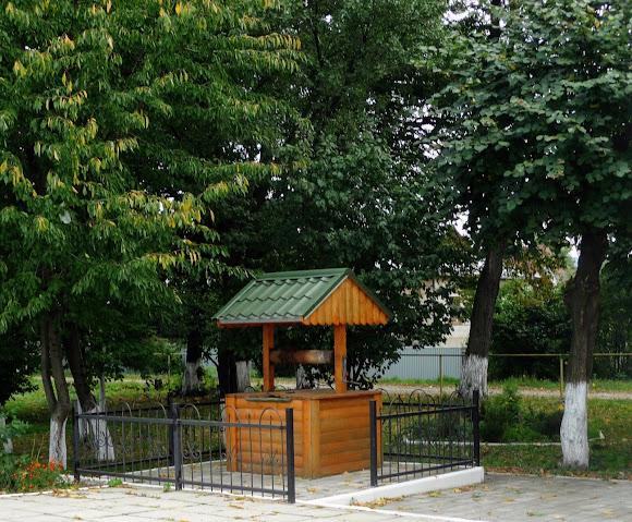 Колодязь на залізничній станції в сел. Лужани, Кіцманський район, Чернівецька обл.