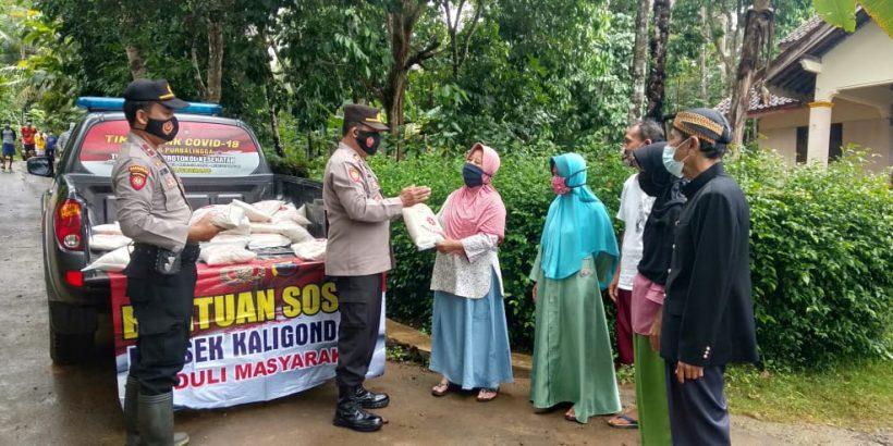 Polsek Kaligondang Berikan Bantuan Korban Bencana Alam di Desa Sidanegara
