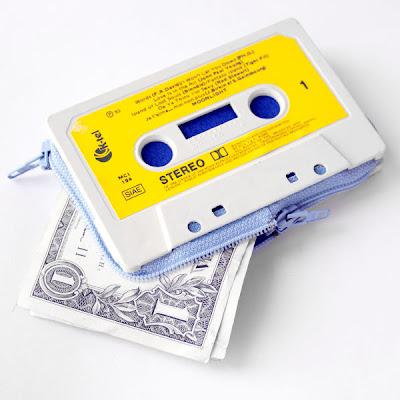 billetera hecha con cassette