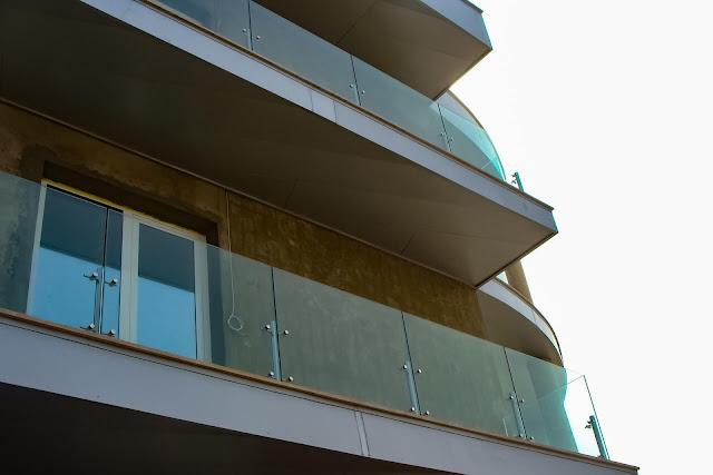 Balcony glass fencing