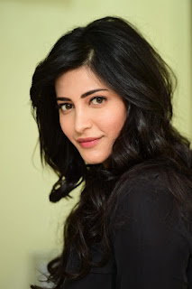 Shruti Haasan (Shruthi Hassan) Profile, Biography, Wiki, Biodata, Height, Weight, Body Measurements, Affairs, Boyfriends Family Photos and more...