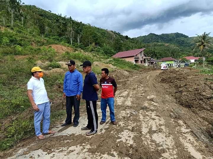 Warga Desa Baru Sungai Deras Desak Dinas PUPR Untuk Serius Tangani Longsor