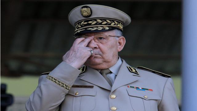 تفاصيل الوثيقة الحساسة التي سرّبها السكرتير الخاص لقايد صالح
