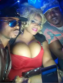 2 Photos: Cossy Orjiakor exposes her huge B**b$ as she parties with friends