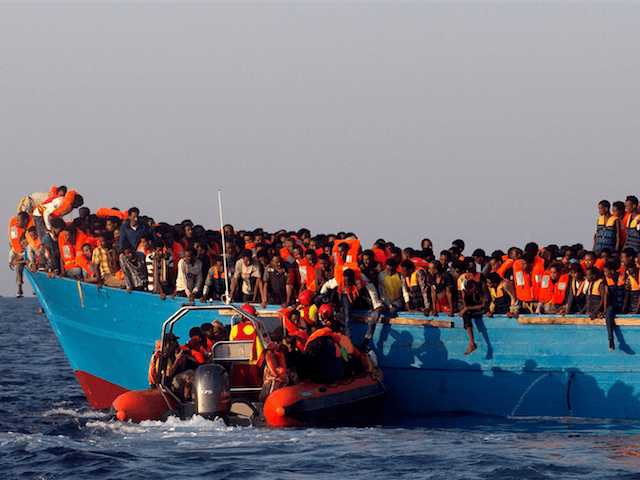 Frontex pagaliau pastebėjo iš Afrikos į Italiją nelegalius migrantus plukdančių NVO kenkėjišką veiklą