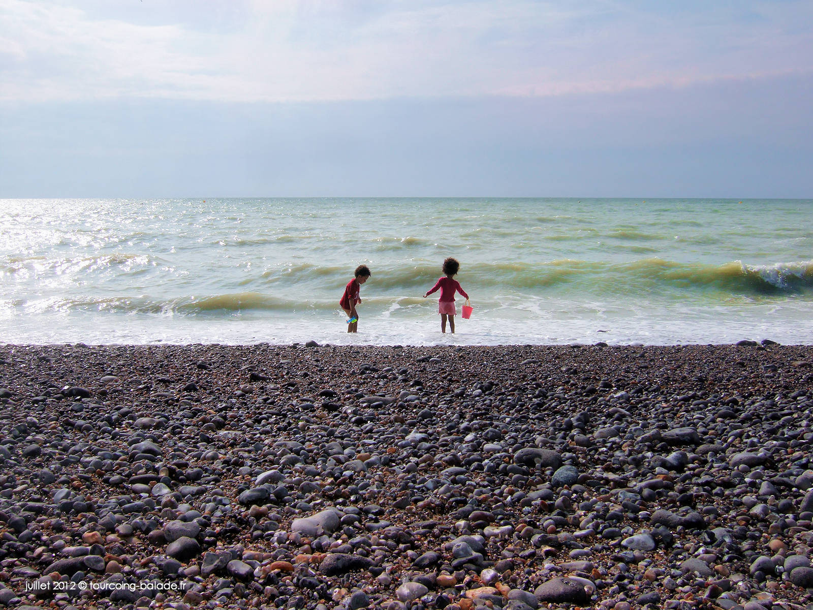 Cayeux-sur-mer, 2012 - Plage de galets et enfants jouant