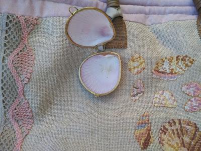 bolso playa, beach basket, costura, couture, sewing, punto cruz, cross stitch, point de croix, conchas, shell, lino, lin, linen