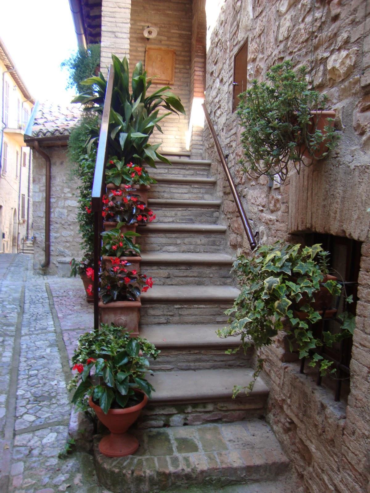 Un piccolo giardino in citt scale fiori ecco altre idee - Scale in giardino ...