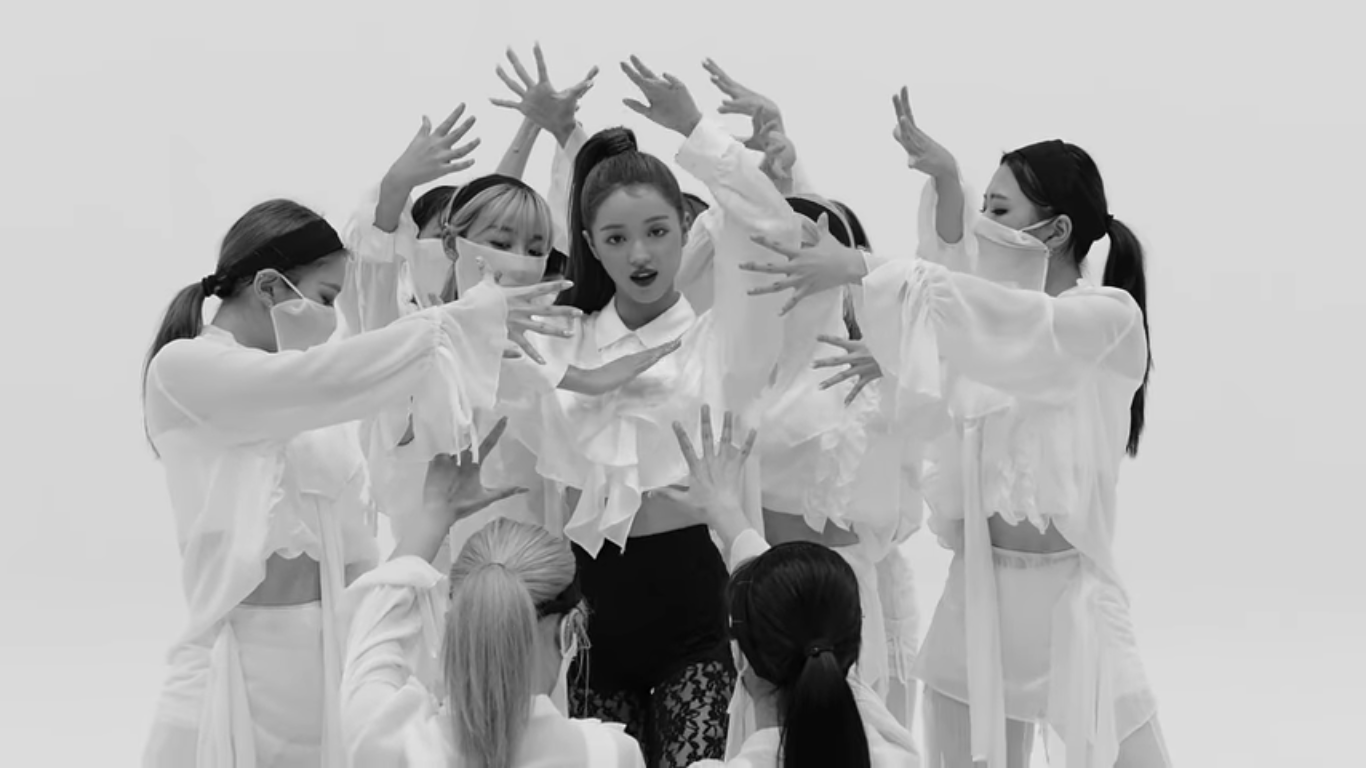 Oh My Girl's YooA Shows Stunning Choreography for B-Side's Song 'Abracadabra'