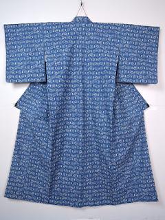絣柄は素朴で温かみがあるので、日常に楽しむ着物として親しまれています