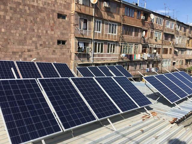 Sistemas solares en los techos de 90 edificios en Ereván