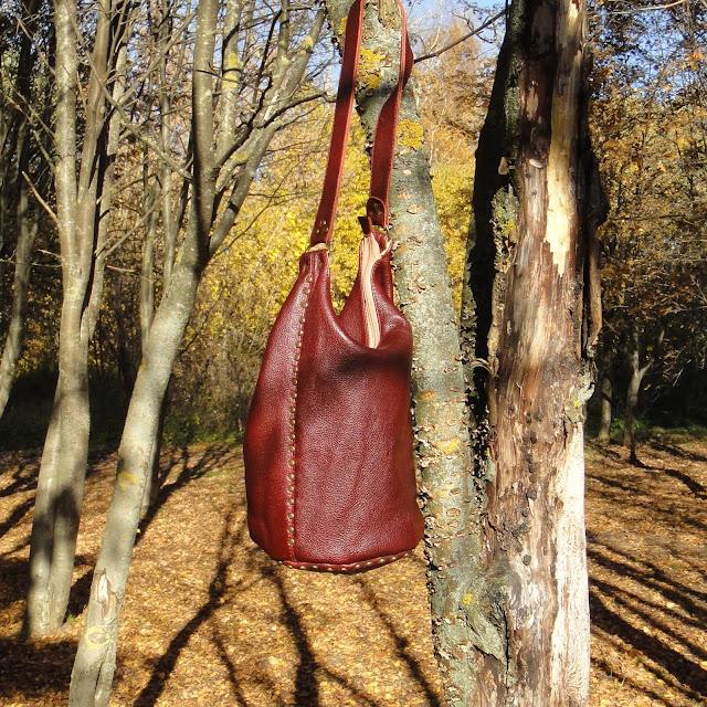 Кожаная сумка через плечо: бордовая сумка или бургунди. Сумка в одном экземпляре. Ручная работа