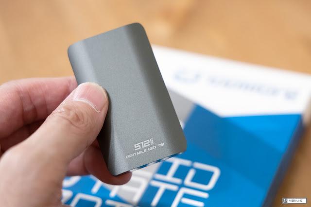 【開箱】靈巧、質感、高效,TOPMORE 達墨科技 TS1 外接式固態硬碟 - 這次 TOPMORE 提供給大叔的是 512GB 版本