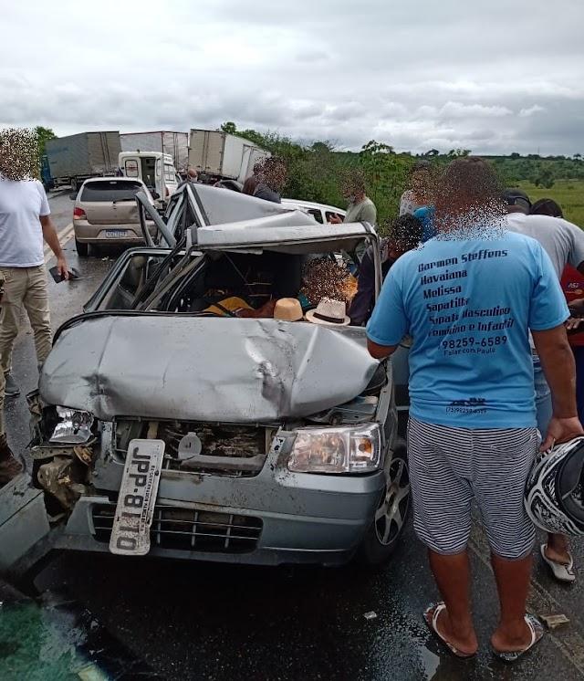 Grave acidente na BR-101, trecho entre Cruz das Almas e Muritiba deixa uma mulher morta e feridos