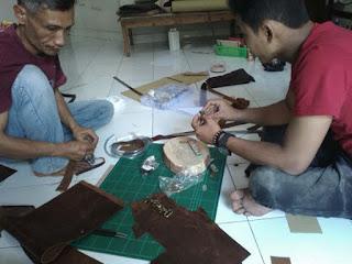 belajar membuat tas kulit