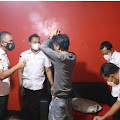 Gerebek Markas Ormas di Tangerang, Polisi Sita Ratusan Miras - Alat Isap Sabu