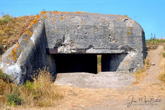 Fort d'Arboulé (la Varde). Casemate type R600 armée d'un canon de 5cm KwK L/42. Initialement, il s'agissait d'un emplacement ouvert qui n'a été transformé en casemate que dans un second temps.