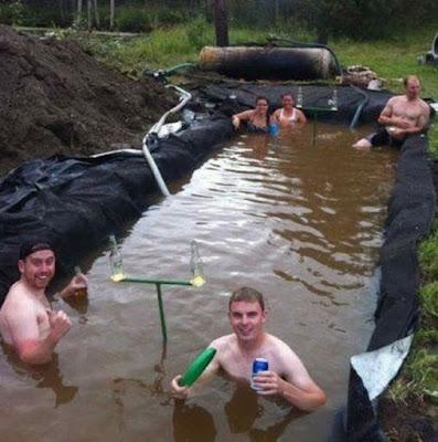 Une piscine un peu sale, mais pourquoi pas !